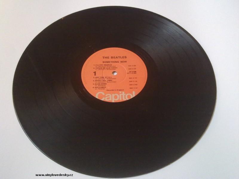 Vinylová deska patří do skupiny gramofonových desek, tzn. desek určených pro přehrávání na gramofonu. LP deska, skupina The Beatles, album Something New.