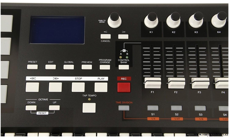 AKAI-MPK 49-MIDI-USB-kontroler-master-keyboard-midi-usb-ovladac-3-detail