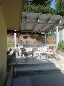 Chata dovolená u vody, Jesenice - přehrada pergola, sezení, grilování, zahrada, terasa. Bylinky z vlastní zahrady volně k dispozici.
