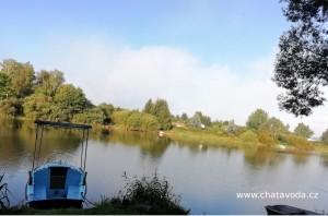 Pronájem chaty u vody Jesenice přehrada, loď, pramice, molo