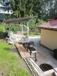 Pronájem chaty u přehrady Jesenice, koupání, zahrada, dovolená, terasa, grilování, bylinky volně k dispozici